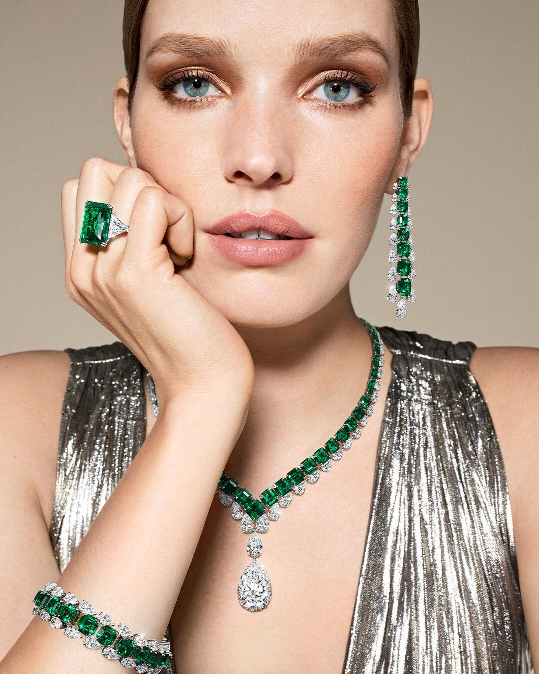 biżuteria ze szmaragdami